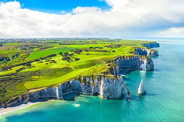Vue sur les collines d'Etretat en Normandie