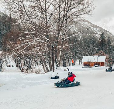 Personne faisant du karting sur glace