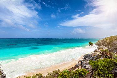 Vue sur une plage de la Riviera Maya