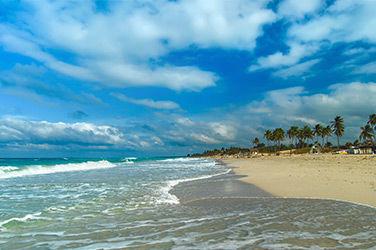 Vue sur la plage Santa María del Mar à La Havane